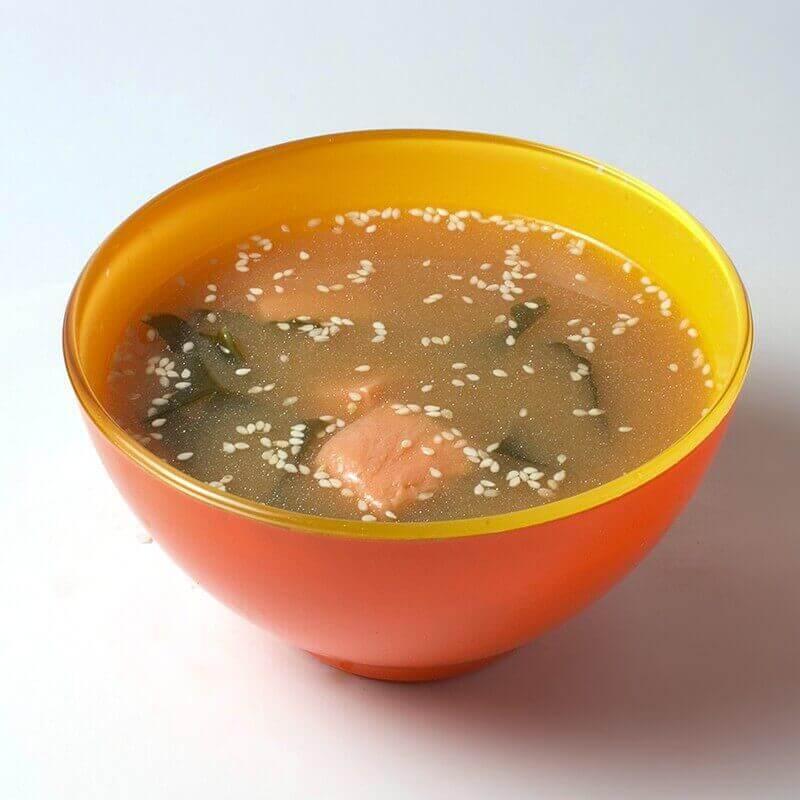 Miso şorba qızıl balıqla