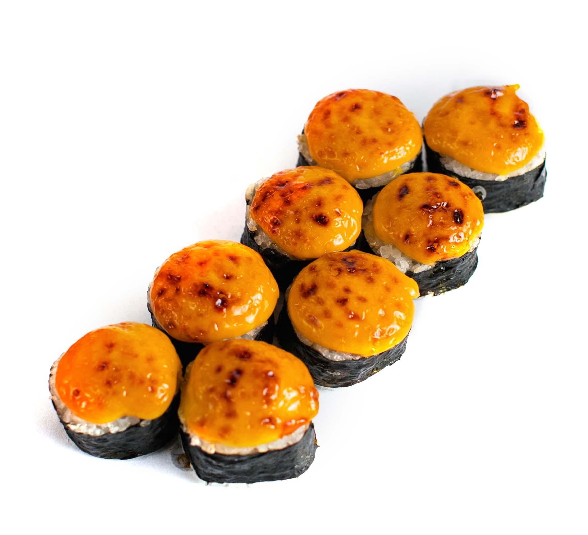 Tuna balığı ilə bişmiş suşi roll