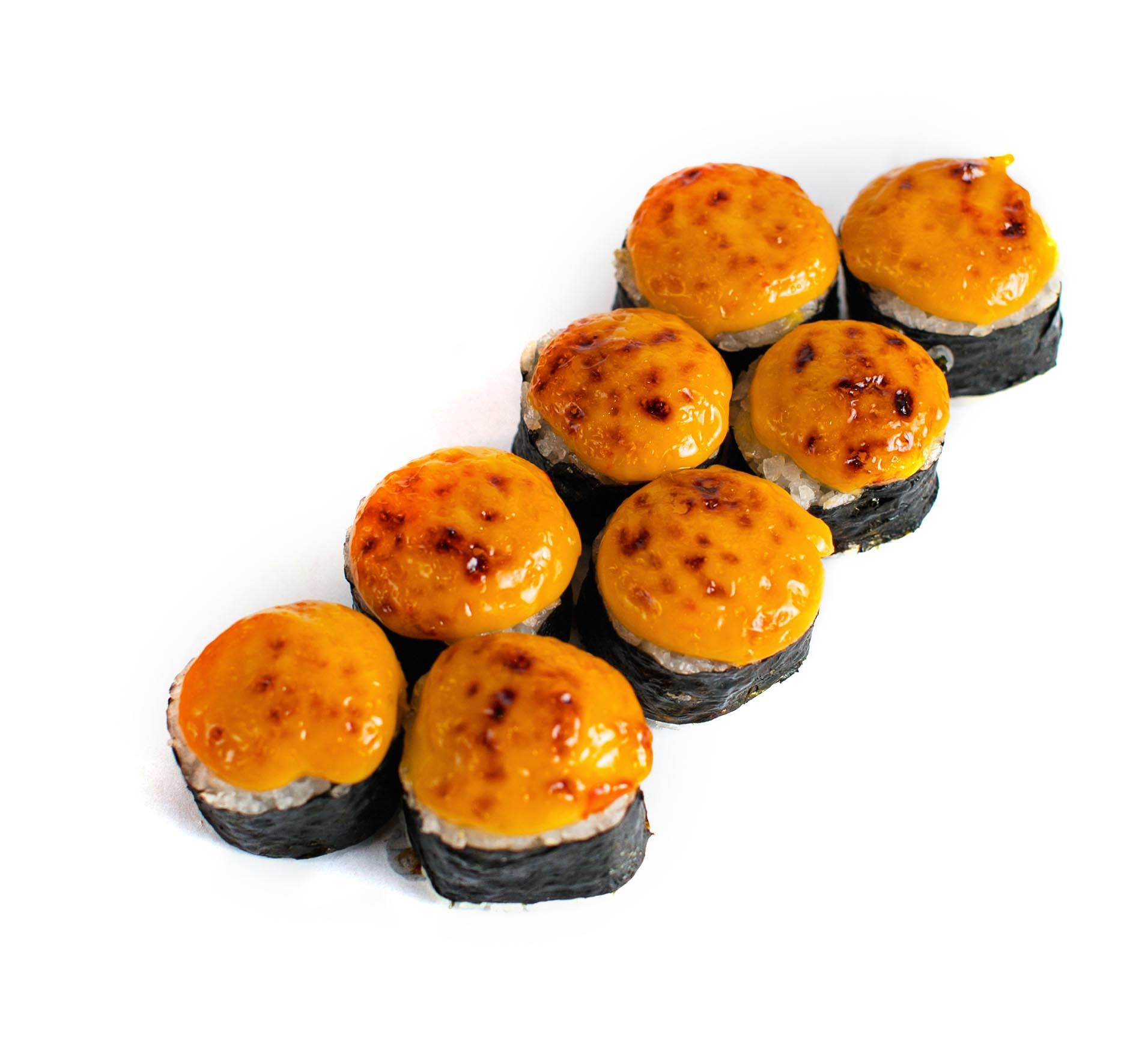 Запеченный суши ролл с лососем